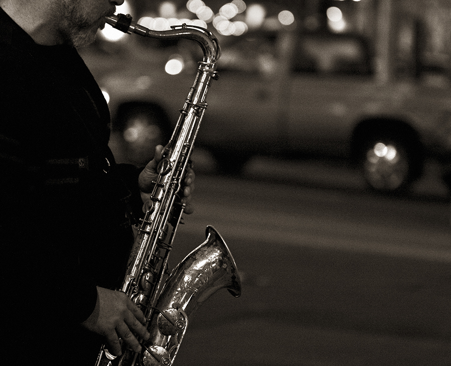20070823215111_saxplayer.jpg